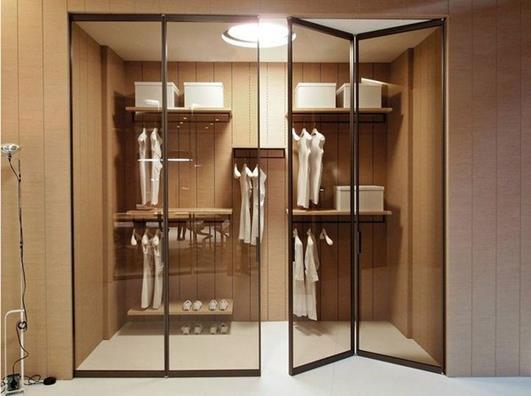 Складная дверь в гардероб